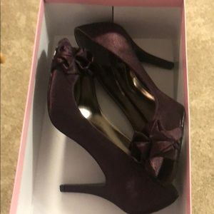Plum colored size 7 heels.